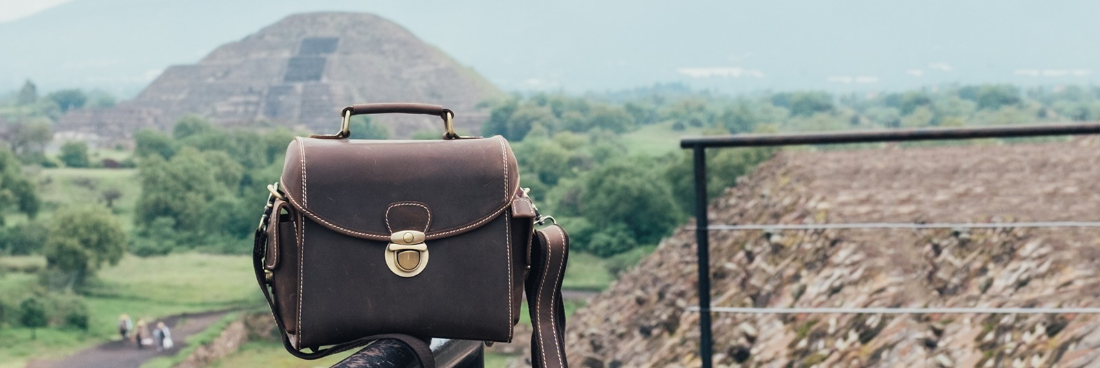 EDRIS. Walnut Camera Bag